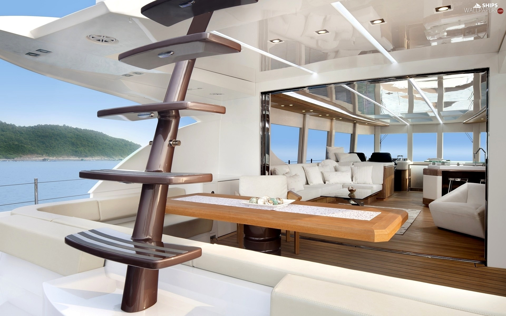 http://wewinelovers.wehomeowners.com/wp-content/uploads/2016/07/Yacht-Photo_001.jpg